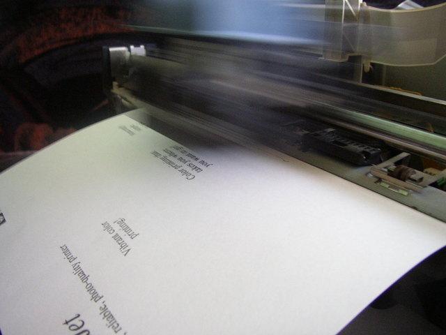 Tisknutí dokumentu, popsaný papír
