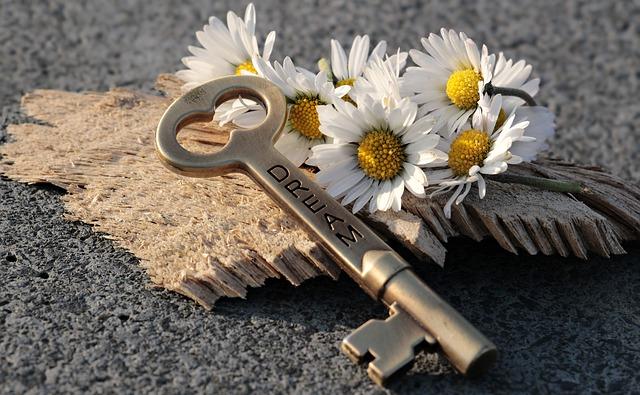key-3087898_640