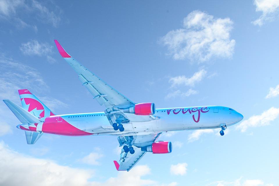 letadlo proti nebi