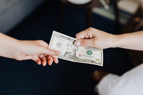 peníze předávání