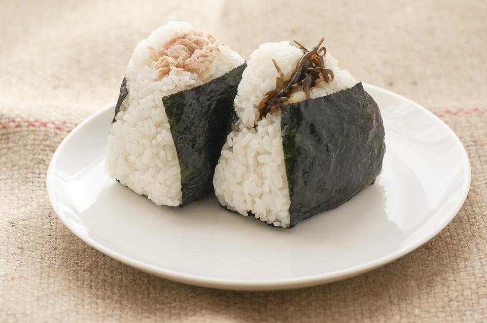 rýže s řasou - sushi