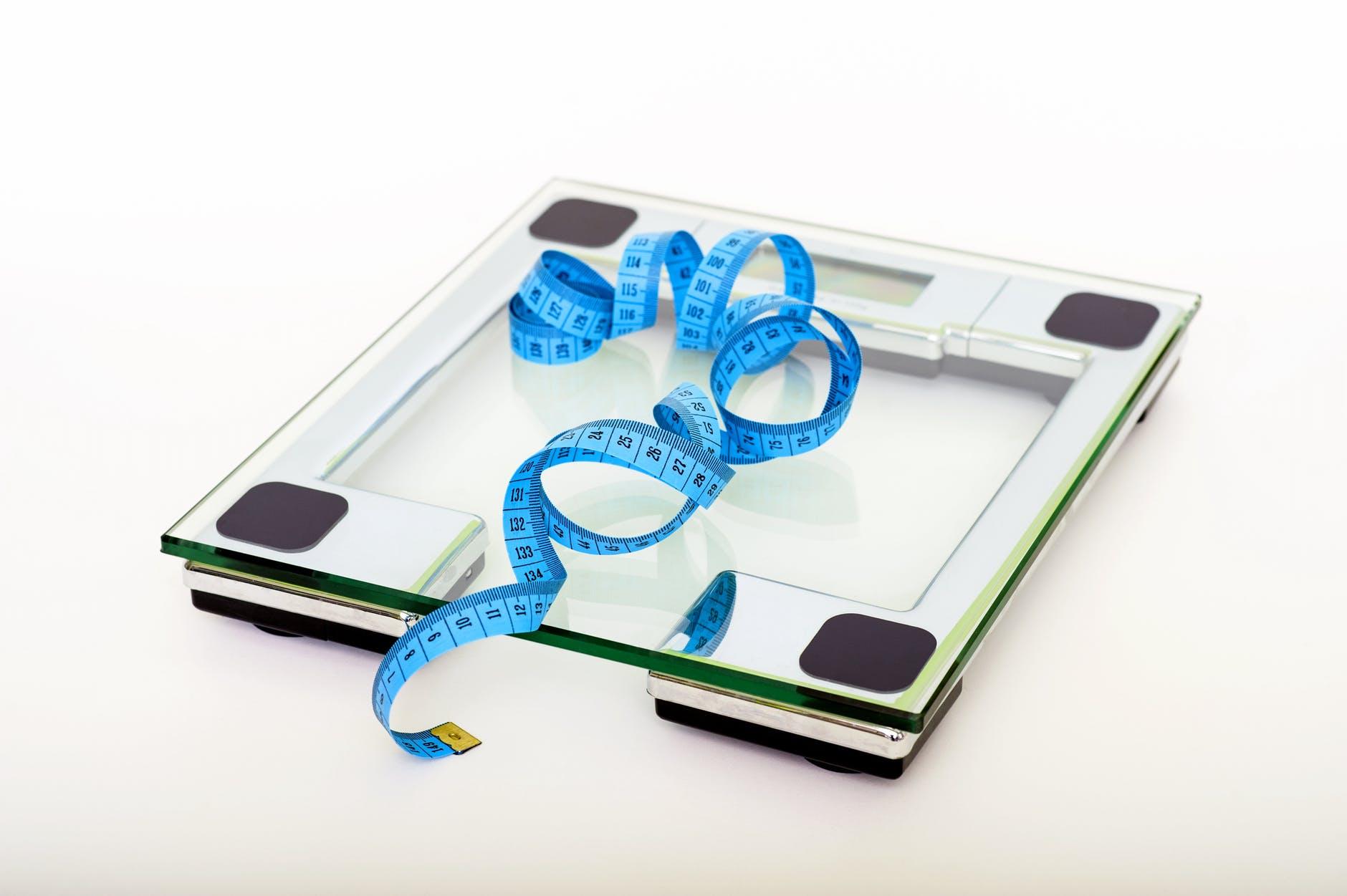 váha a krejčovský metr